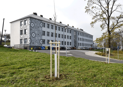 CBS Nakladatelství sází stromy u ZŠ Želechovice nad Dřevnicí