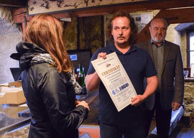 """Předávání certifikátu o navýšeném rekordu """"Nejrozsáhlejší série knih s leteckými snímky ČR"""""""