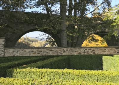 hrad Ledeč nad Sázavou - Pohled od labyrintu na historický most