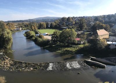 Pohled na řeku Sázavu z místa, kde stávala kaple (nyní tam je labyrint)