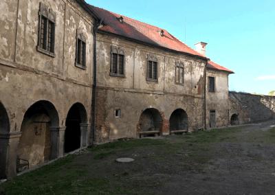 hrad Ledeč nad Sázavou - Neopravená dolní část hradního komplexu