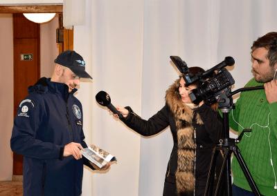 Milan dává rozhovor pro RTVS
