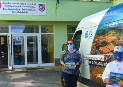 CBS předává knihy v karenténním centru Rimavská Sobota