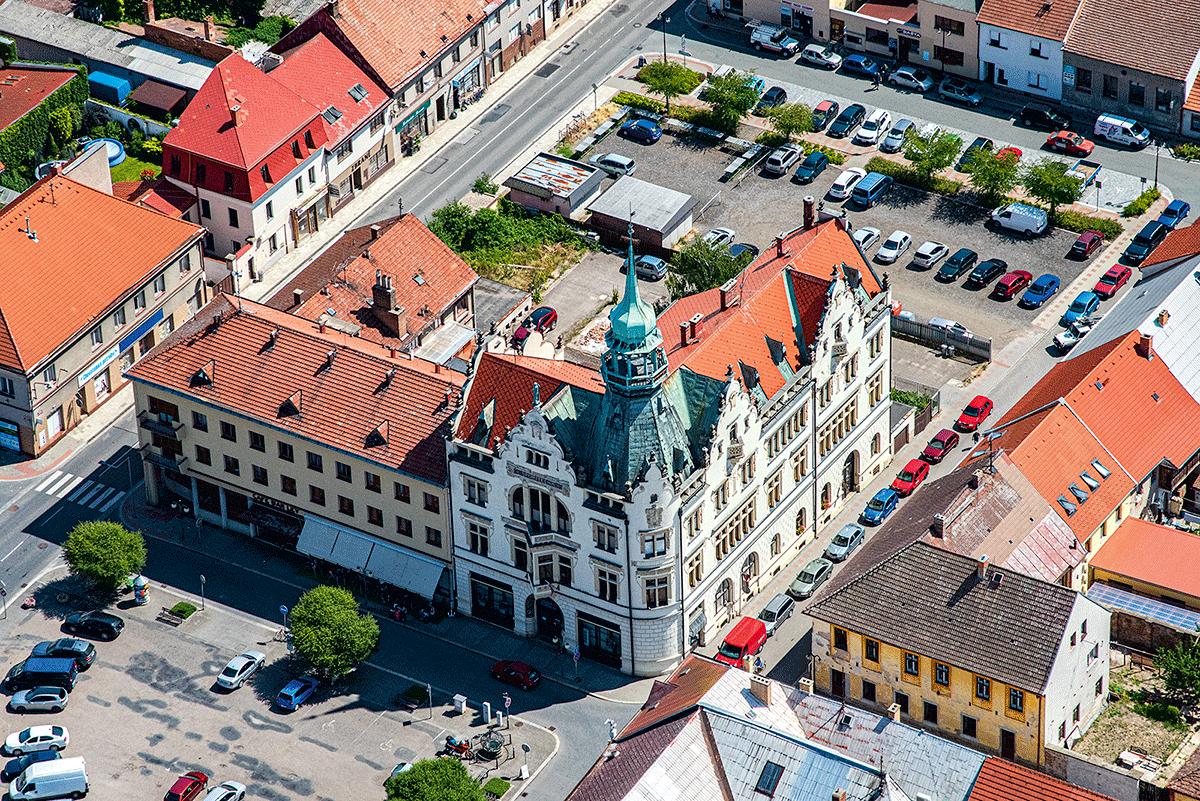 Pravým klenotem ve stylu secese je budova Městského muzea v Novém Bydžově