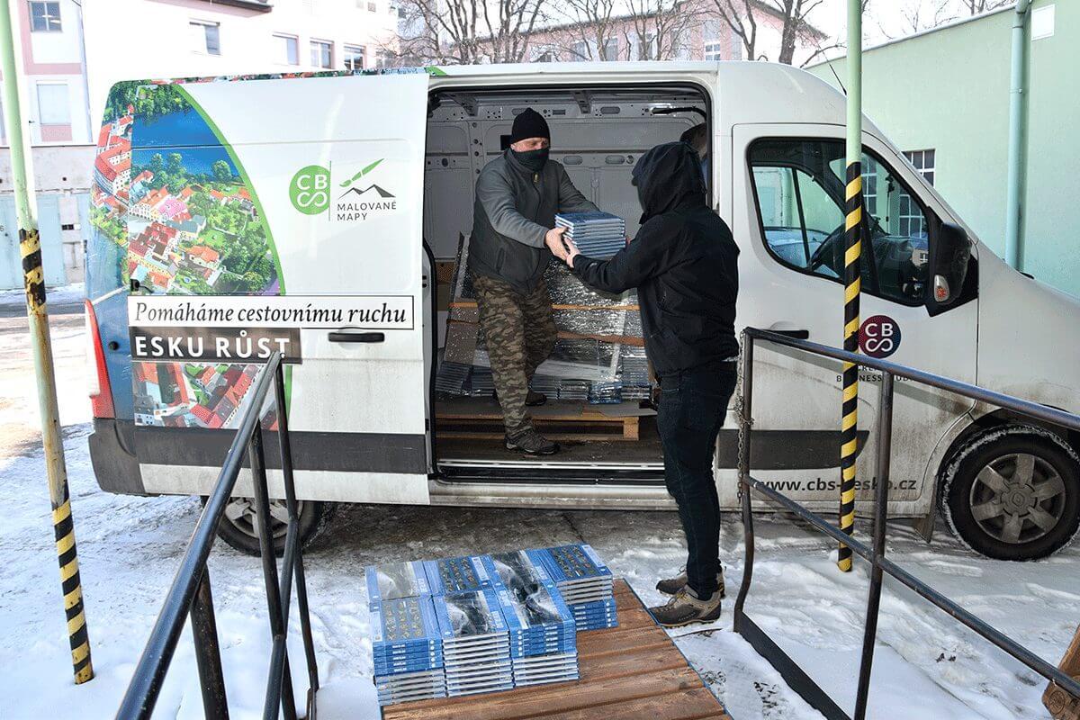 Darování knih v Nemocnici v Krnově